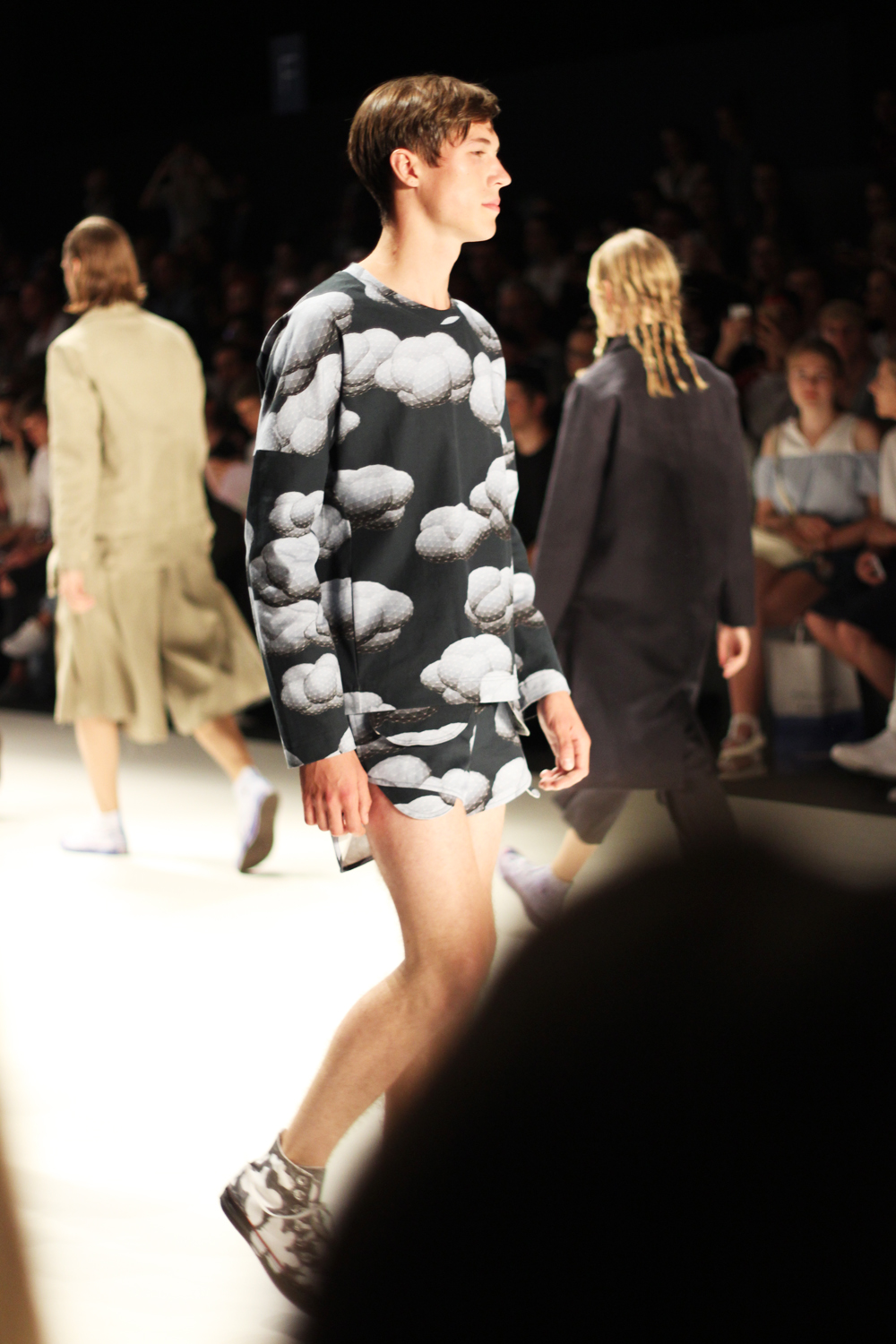 fatimayarie-berlinfashionweek-julianzigerli-menswear-runway-cloud-print-img_4244