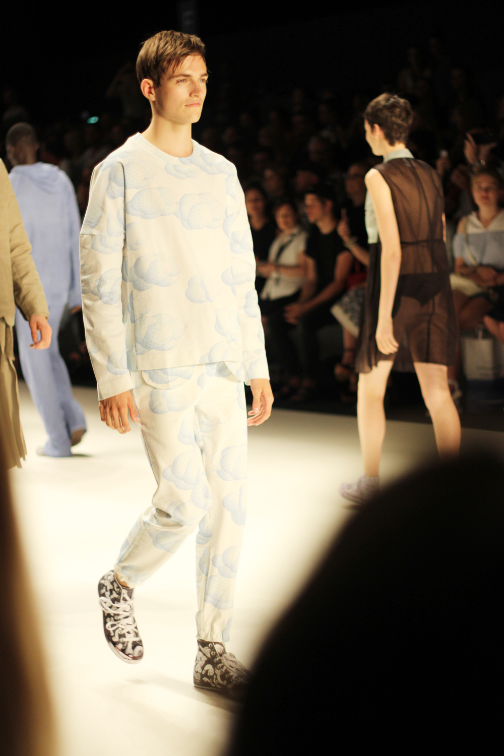 fatimayarie-berlinfashionweek-julianzigerli-menswear-runway-cloud-twopiece-img_4240