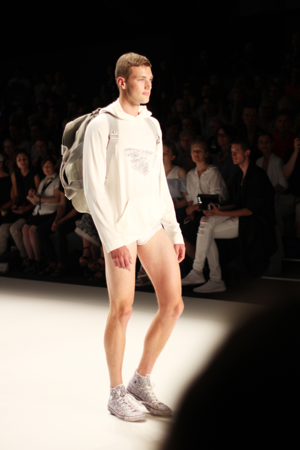 fatimayarie-berlinfashionweek-julianzigerli-menswear-runway-white-legs-img_4279