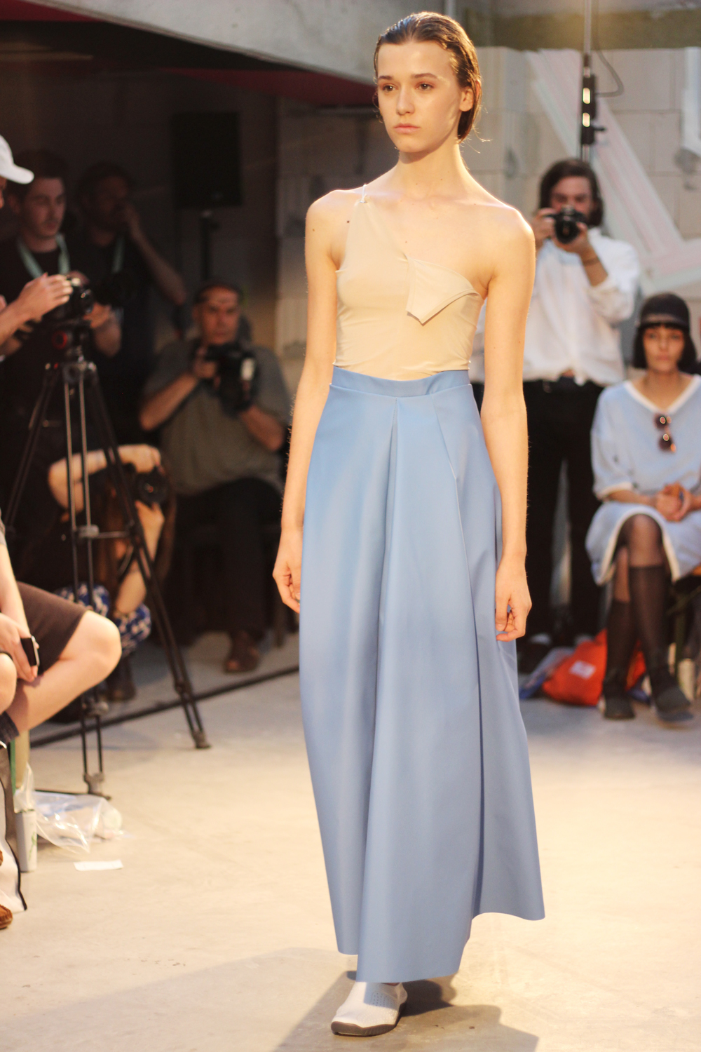 fatimayarie-berlinfashionweek-samplecm-runway-blue-marlenepants-img_4061