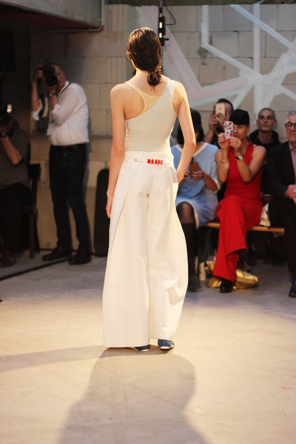 fatimayarie-berlinfashionweek-samplecm-runway-white-marlenepants-img_4040