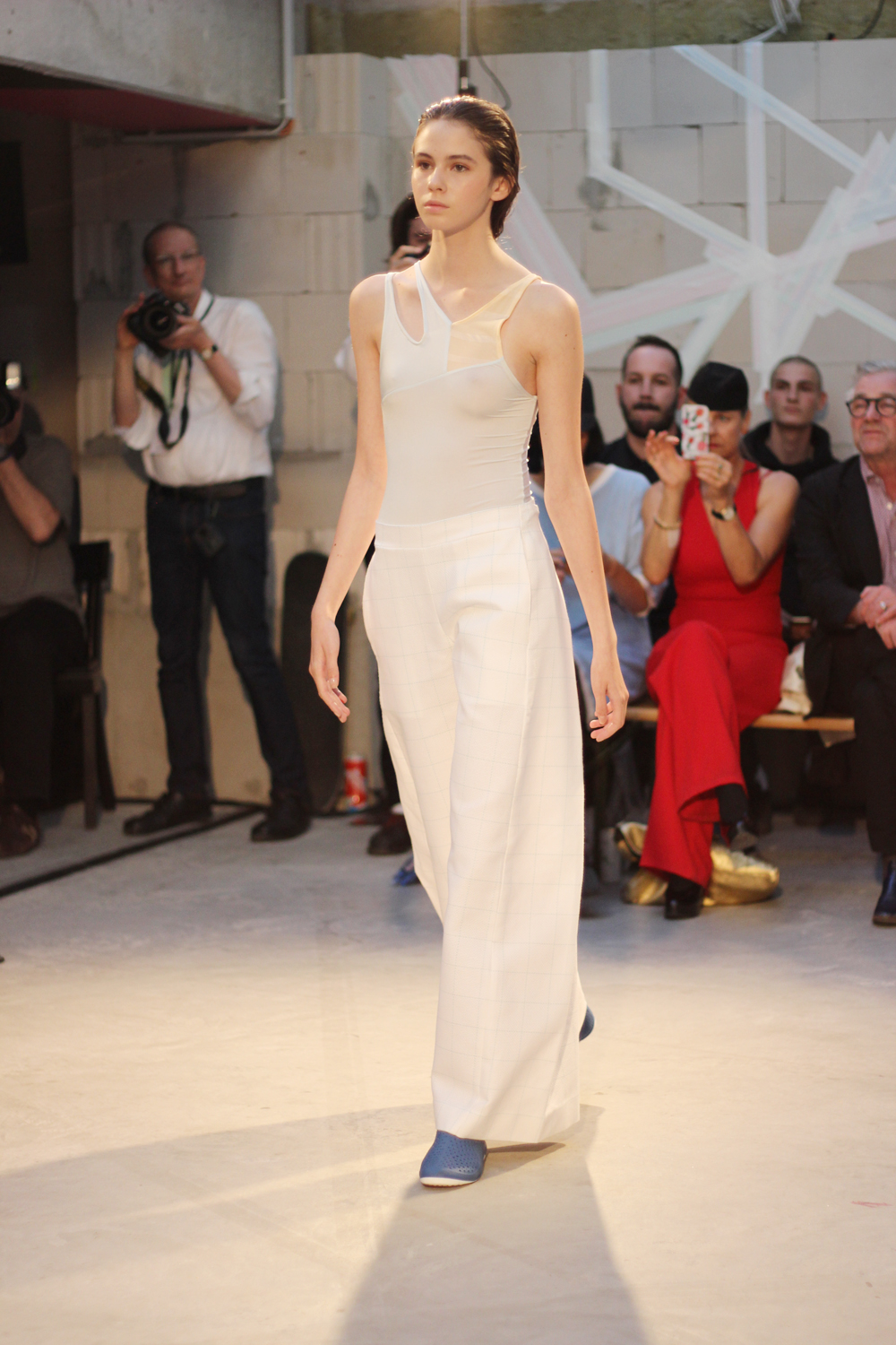 fatimayarie-berlinfashionweek-samplecm-runway-white-marlenepants-img_4041