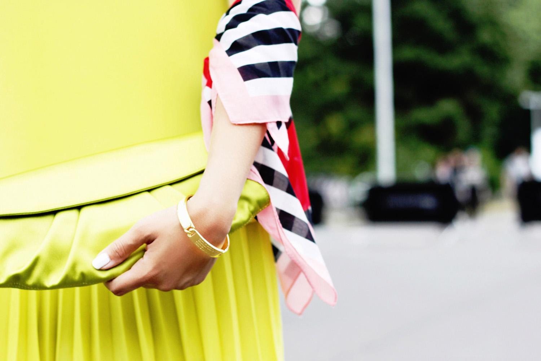 fatimayarie-albertaferretti-neon-clutch-soniarykiel-foulard-marcjacobs-bracelet-img_3790