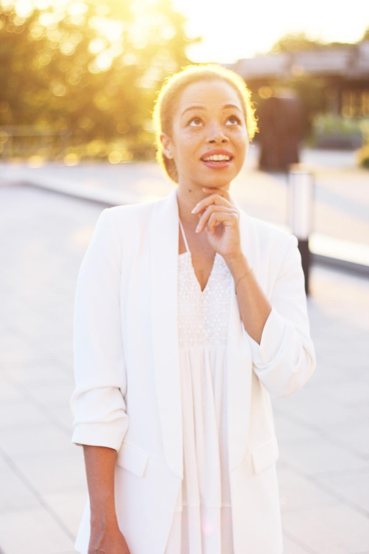 fatimayarie-fashionblog-funnyface-whitedress-allwhite-whiteblazer-embroidereddress-img_9794