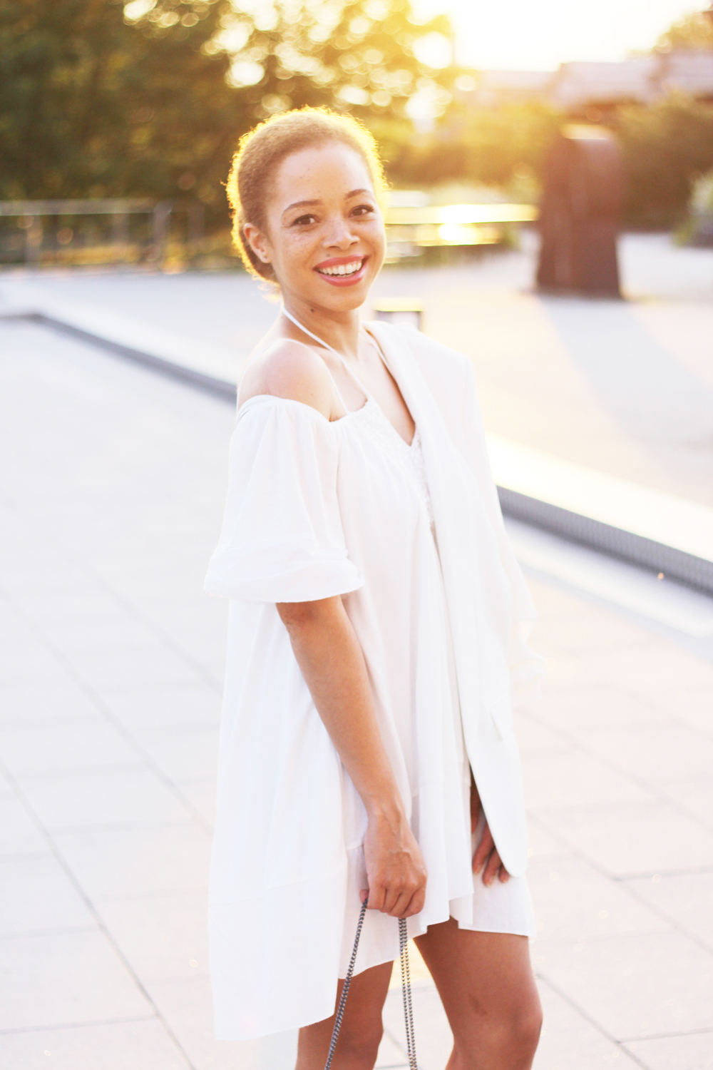 fatimayarie-offshoulderdress-zara-whitedress-embroidered-smile-girl-summerdress-munichblogger-img_9904